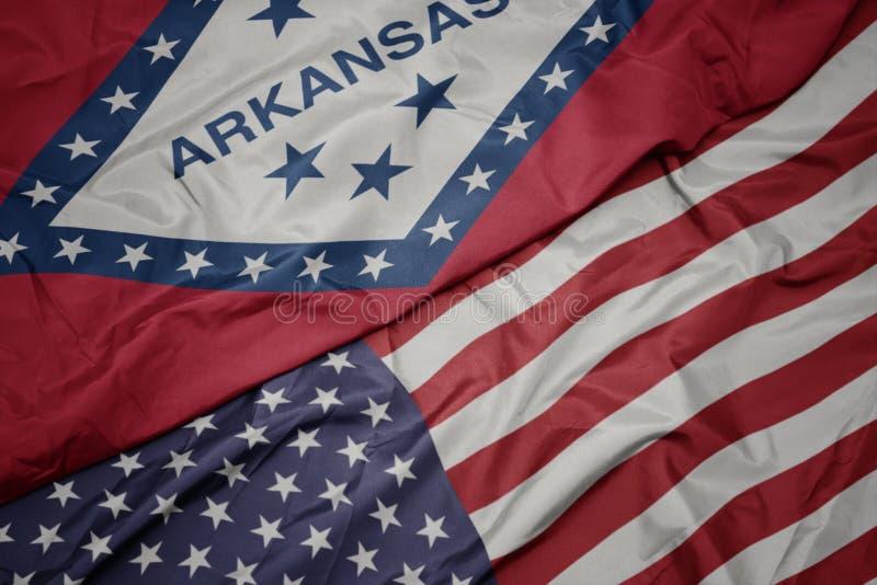 drapeau coloré des états-unis d' amérique et drapeau de l' état de l' arkansas photos libres de droits
