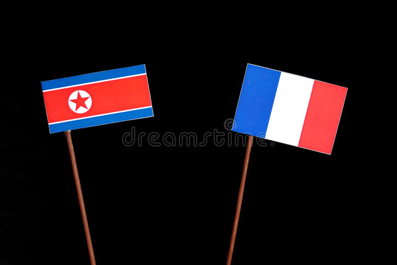 Drapeau coréen du nord avec le drapeau français sur le noir photos stock
