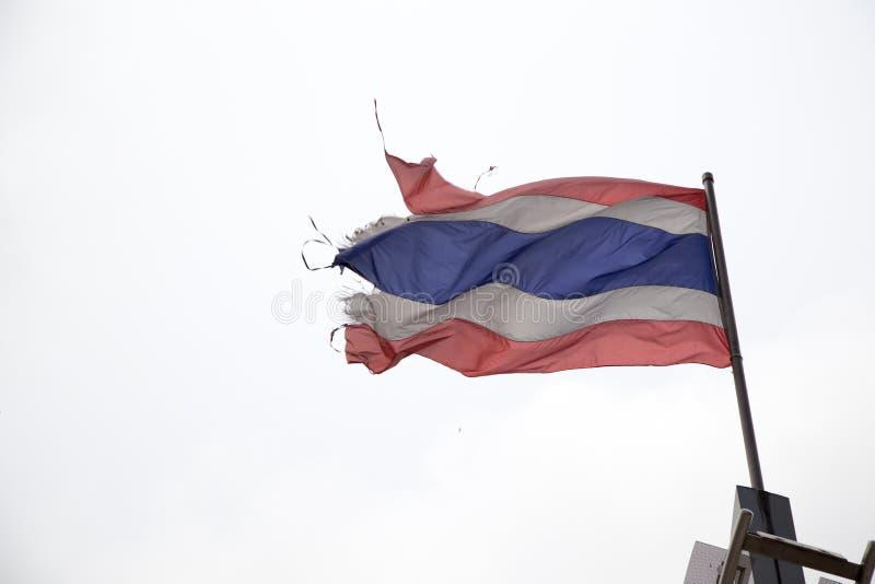 Drapeau déchiré en lambeaux de la Thaïlande images libres de droits