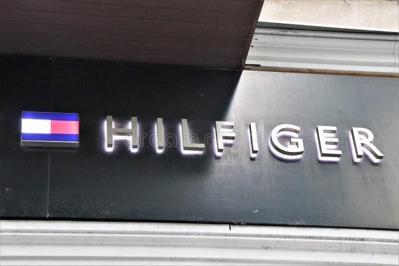 Drapeau d'un magasin d'habillement de Tommy Hilfiger photos libres de droits