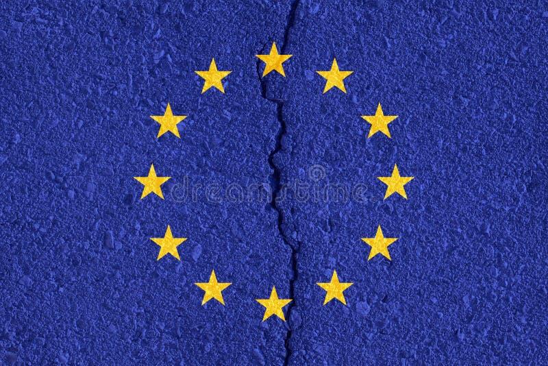 Drapeau d'Union européenne sur le fond criqué de texture de mur illustration de vecteur
