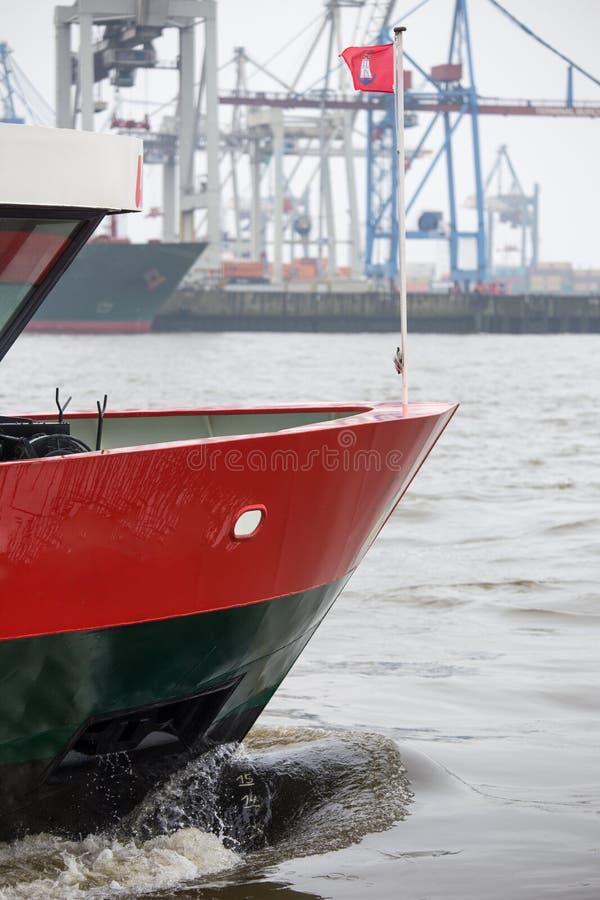 Drapeau de bateau de port de Hambourg images stock