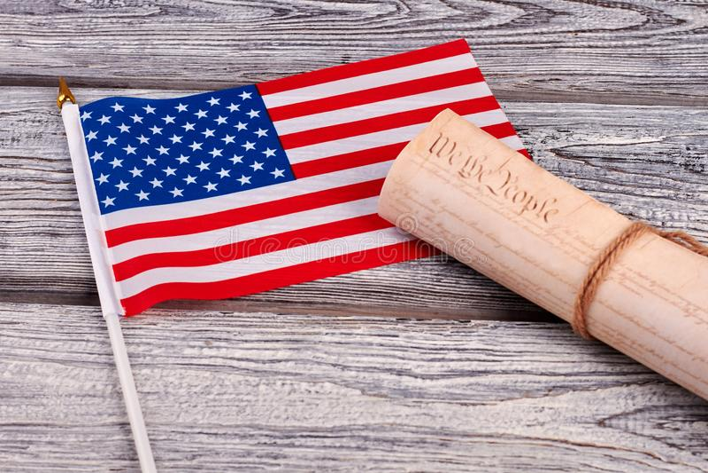 Drapeau de cocktail des Etats-Unis et document constitutionnel photographie stock