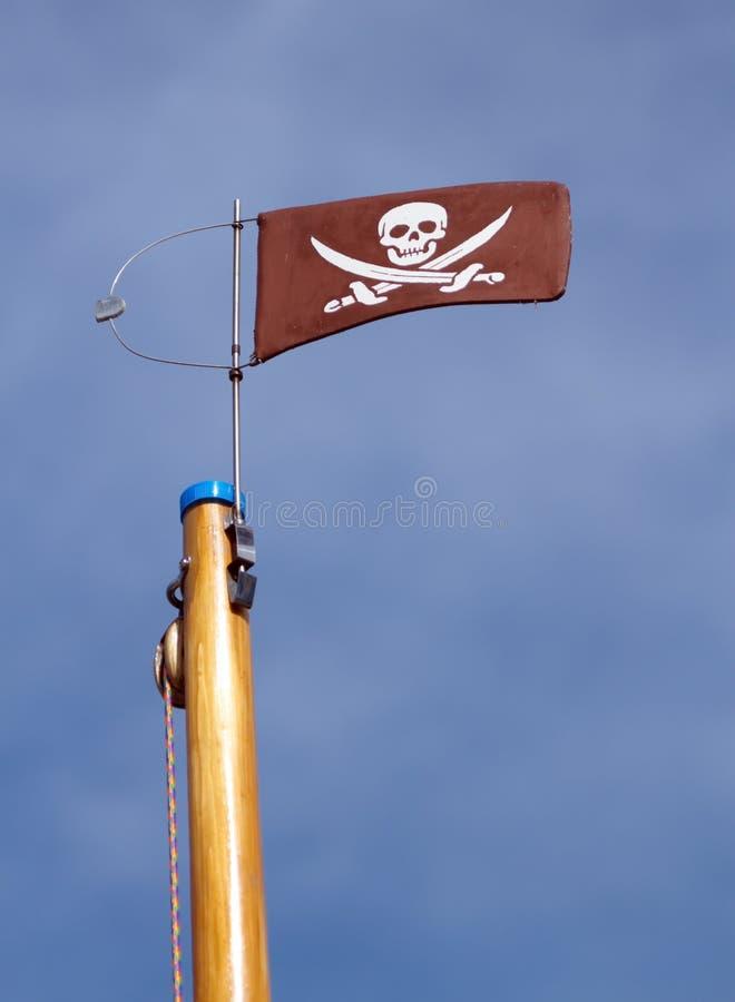 Drapeau de crâne de Jolly Roger et de pirate d'os croisés photos libres de droits