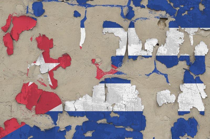 Drapeau de Cuba peint en couleurs sur un vieux mur en béton désuet Bannière textuelle sur fond brut images stock