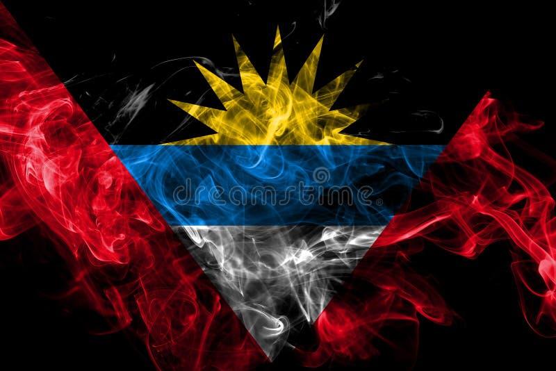 Drapeau de fumée de l'Antigua-et-Barbuda d'isolement sur le fond noir illustration libre de droits