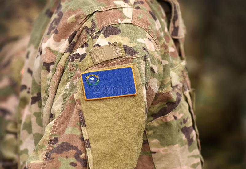 Drapeau de l'État du Nevada sur l'uniforme militaire États-Unis États-Unis, armée, soldats Collage image stock