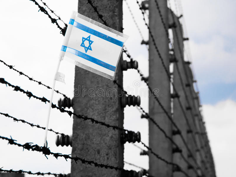 Drapeau de l'Israël sur le barbwire photo libre de droits