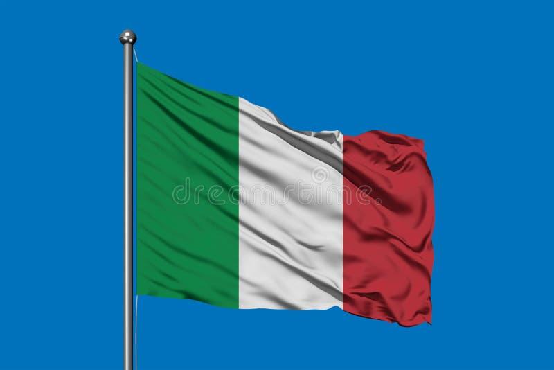 Drapeau de l'Italie ondulant dans le vent contre le ciel bleu profond Indicateur italien images stock