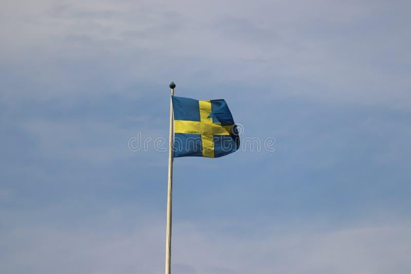 Drapeau de la Suède à Stockholm en vacances photographie stock libre de droits