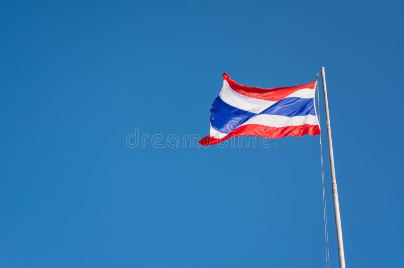 Download Drapeau De La Thaïlande Avec Le Ciel Bleu Clair Image stock - Image du international, nation: 76089755