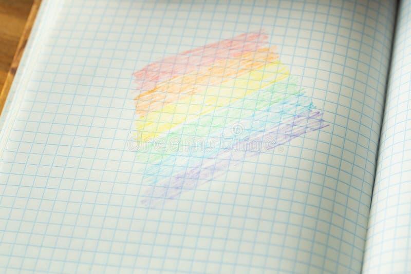 Drapeau de LGBT dessiné dans un carnet d'école image stock