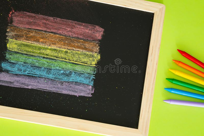 Drapeau de LGBT peint sur le concept de conseil pédagogique/éducation dans les sujets de la tolérance images stock