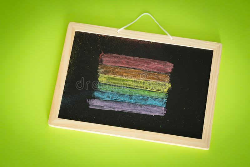 Drapeau de LGBT peint sur le concept de conseil pédagogique/éducation dans les sujets de la tolérance photos libres de droits