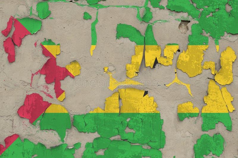 Drapeau de Sao Tomé-et-Principe peint en couleurs sur un vieux mur en béton désuet Bannière texturée sur rude photos stock