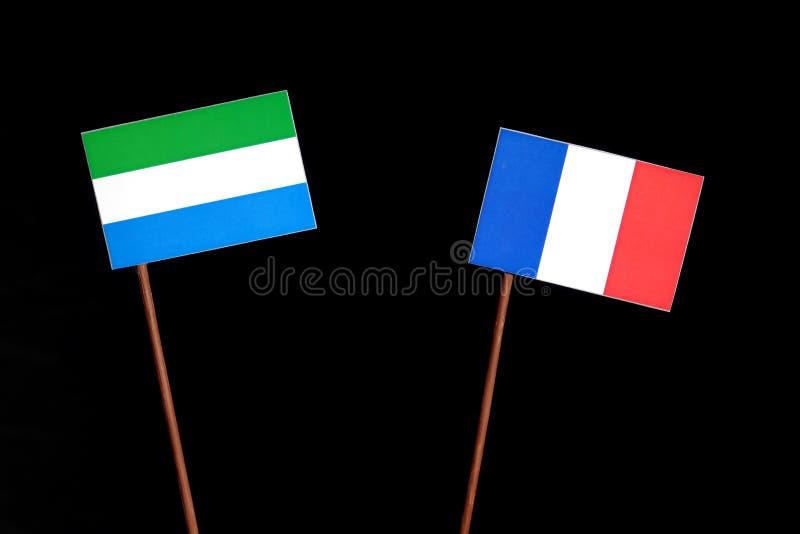 Drapeau de Sierra Leone avec le drapeau français sur le noir image stock