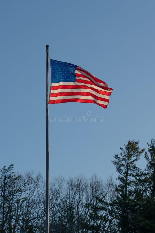 Drapeau des Etats-Unis à l'aube photo libre de droits