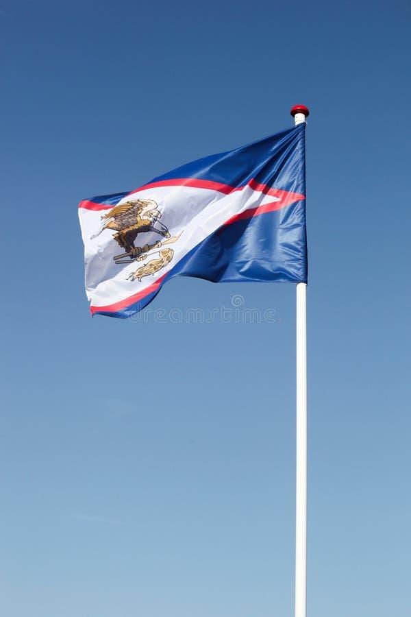 Drapeau des Samoa américaines dans le ciel photographie stock
