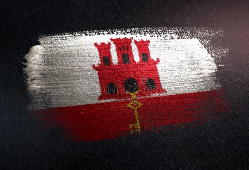 Drapeau du Gibraltar fait de peinture métallique de brosse sur le mur foncé grunge photographie stock libre de droits