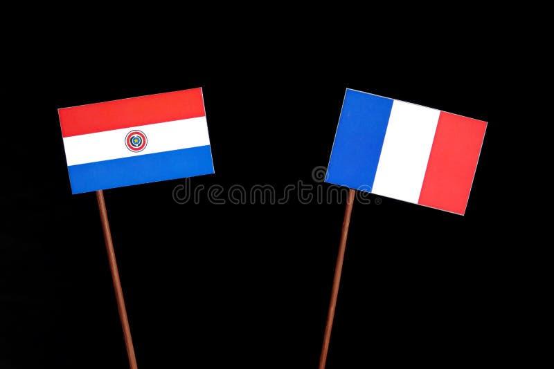 Drapeau du Paraguay avec le drapeau français sur le noir images libres de droits
