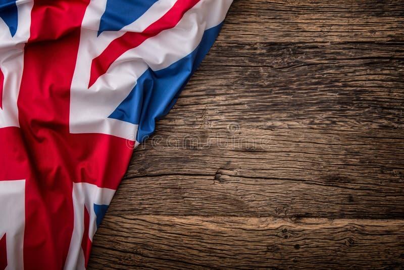 Drapeau du R-U sur le vieux fond en bois Drapeau d'Union Jack sur le vieux fond de chêne photographie stock libre de droits