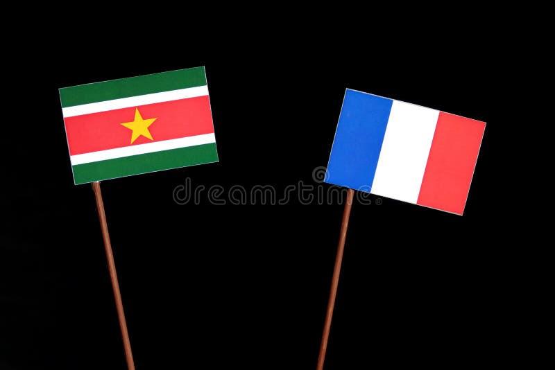 Drapeau du Surinam avec le drapeau français sur le noir photos stock