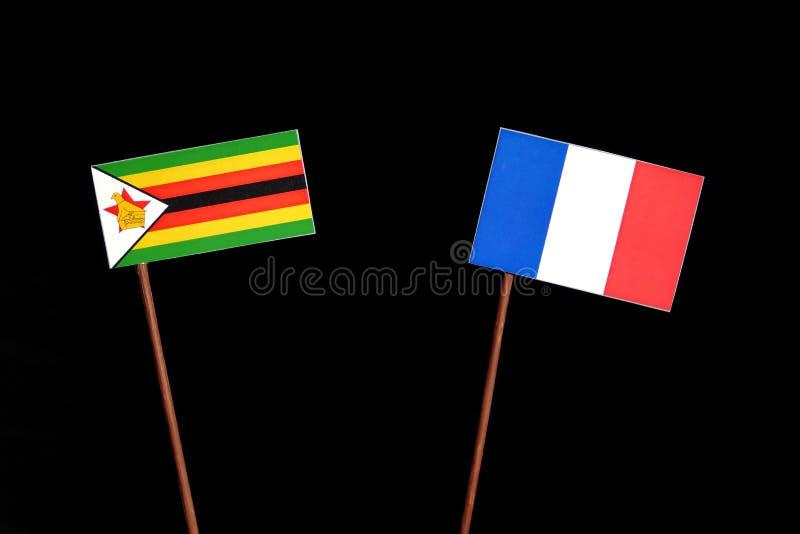 Drapeau du Zimbabwe avec le drapeau français sur le noir photo libre de droits