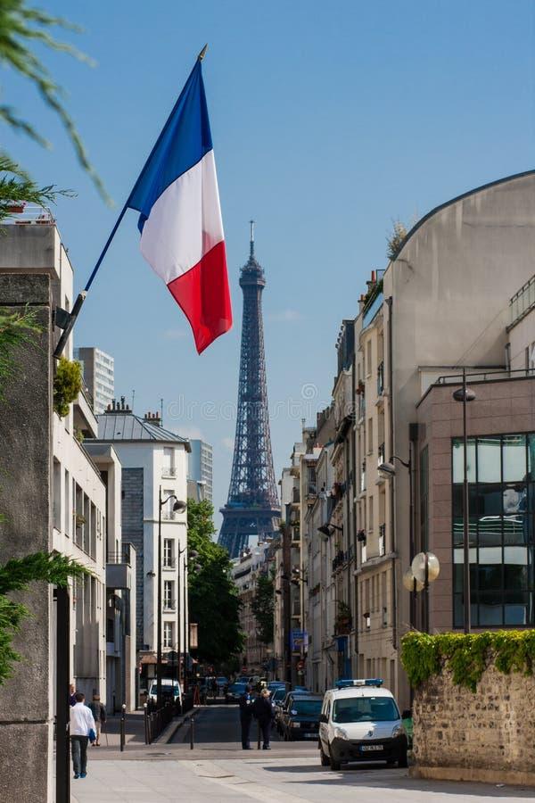 Drapeau et Tour Eiffel français image stock