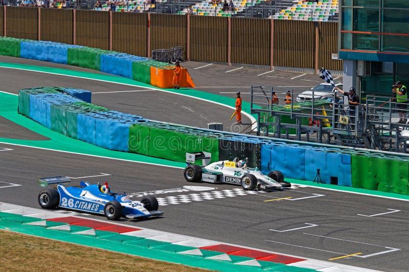 Drapeau F1 quadrillé par course chez Grand Prix historique français image stock