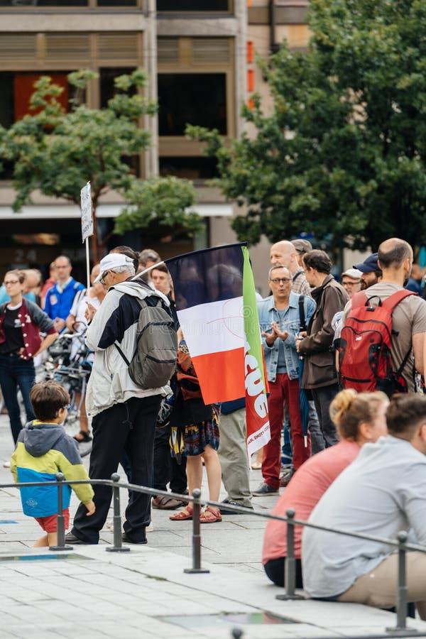 Drapeau français à la protestation contre la loi de macron image stock