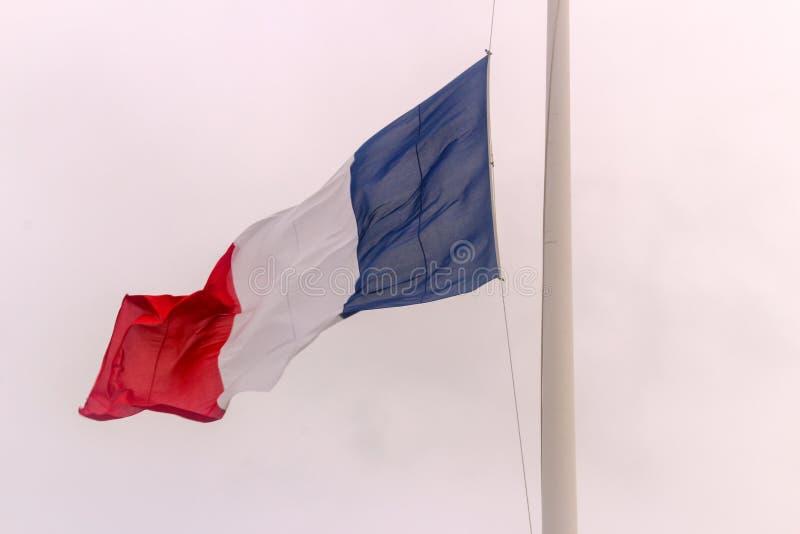 Drapeau français au mi-mât images libres de droits