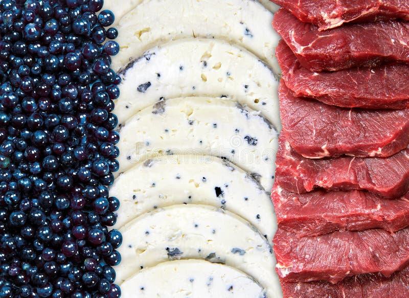 Drapeau français, collage des cassis, fromage bleu et viande fraîche image libre de droits