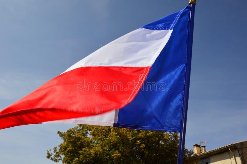Drapeau français dans le vent un jour ensoleillé extérieur photo stock