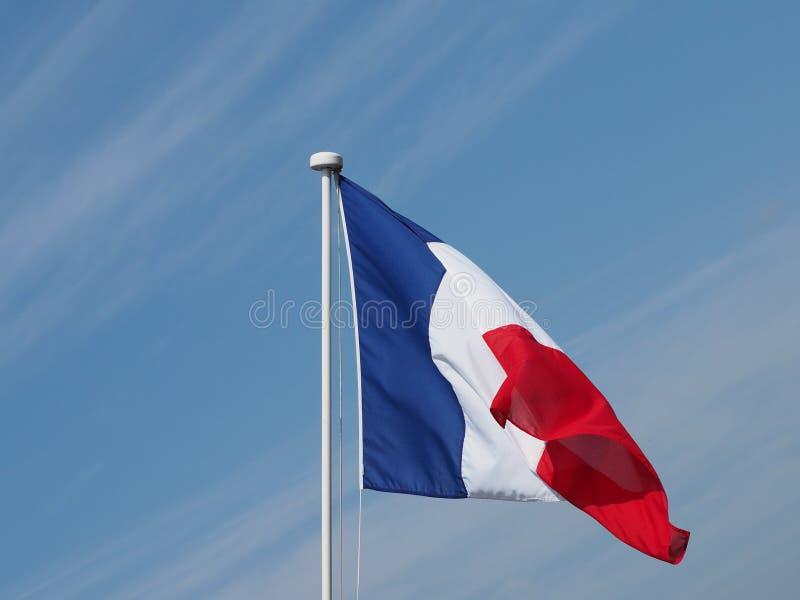 Drapeau français des Frances au-dessus du ciel bleu photographie stock libre de droits