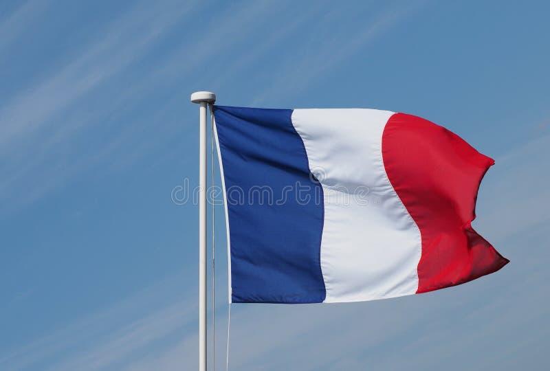 Drapeau français des Frances au-dessus du ciel bleu images libres de droits