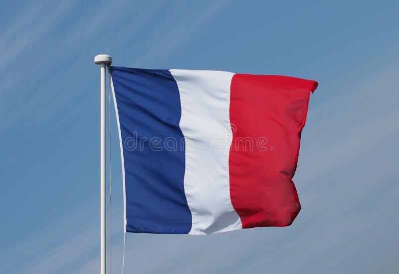 Drapeau français des Frances au-dessus du ciel bleu photographie stock