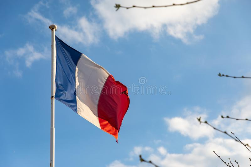 Drapeau français ondulant sur le vent photos libres de droits