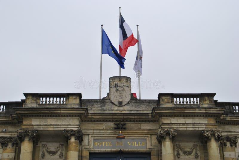 Drapeau français sur Hotel de Ville en Bordeaux photographie stock libre de droits