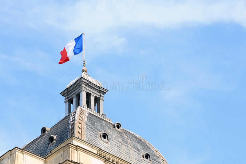Drapeau français sur le dôme du Palais du Luxembourg photos libres de droits