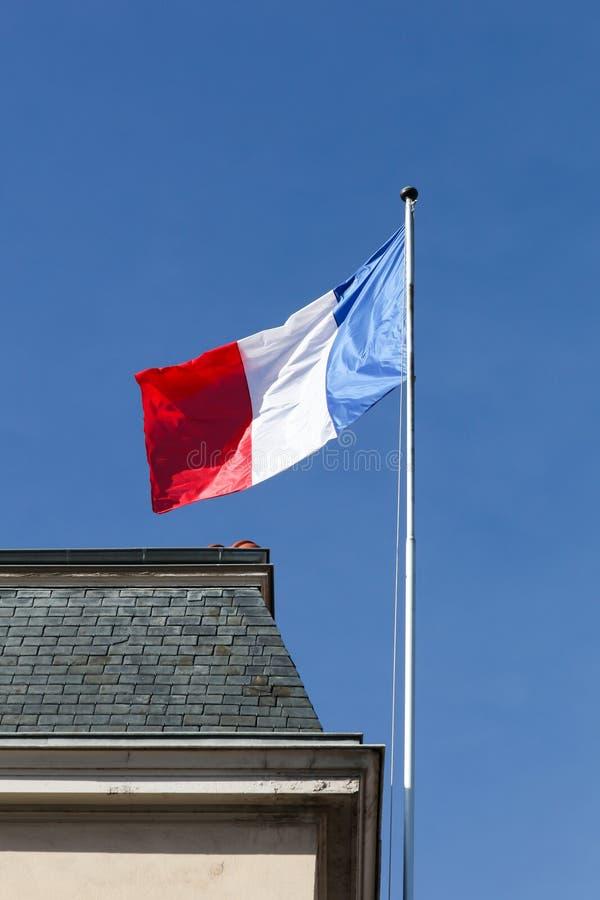 Drapeau français sur un bâtiment images stock