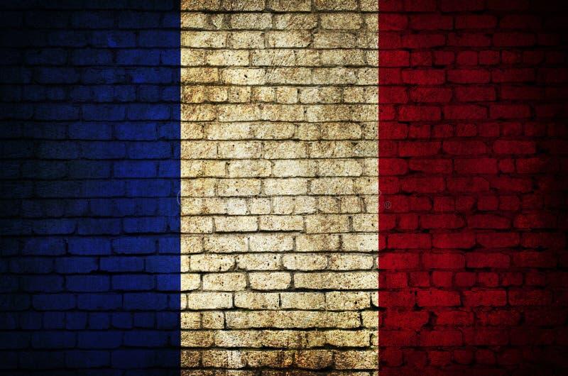 Drapeau français sur un mur de briques images stock