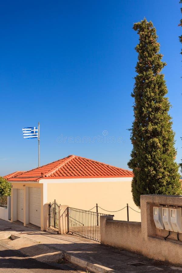 Drapeau grec bleu et blanc ondulant sur le vent photographie stock libre de droits