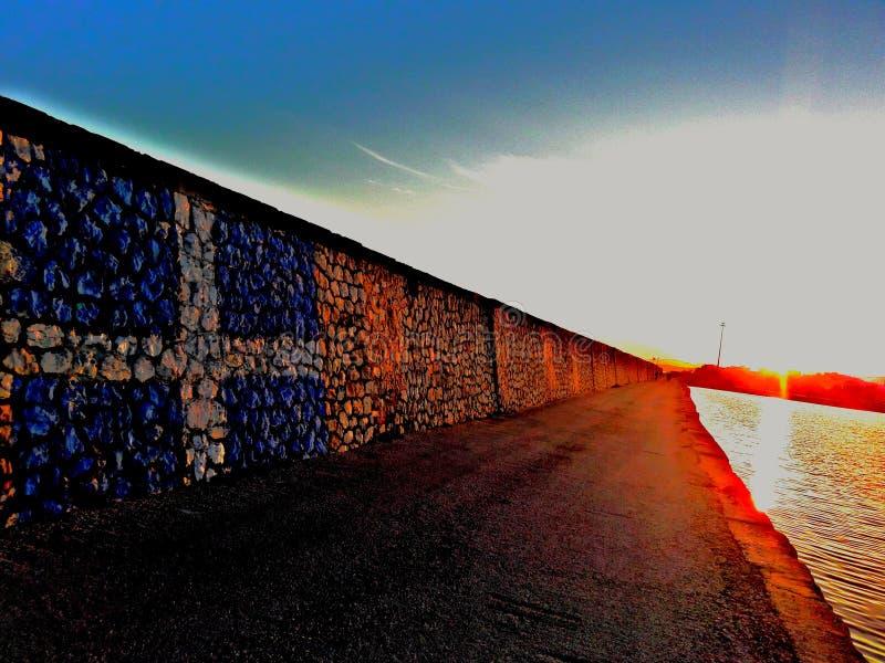 Drapeau grec dans le port photographie stock