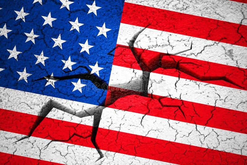 Drapeau grunge des Etats-Unis d'Américain, mur cassé de fente avec le trou photographie stock libre de droits
