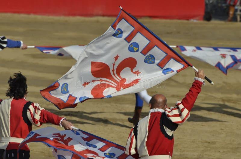Drapeau-h?site du cort?ge florentin historique pendant l'?v?nement photo stock