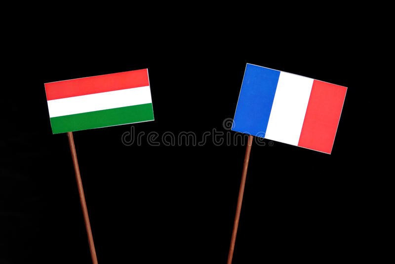 Drapeau hongrois avec le drapeau français d'isolement sur le noir images libres de droits
