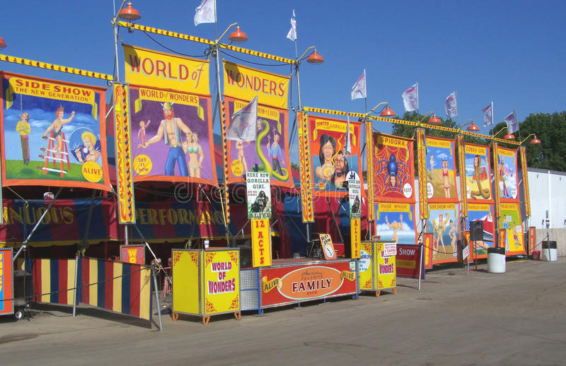 Drapeau intermédiaire de numéro de cirque de carnaval image libre de droits