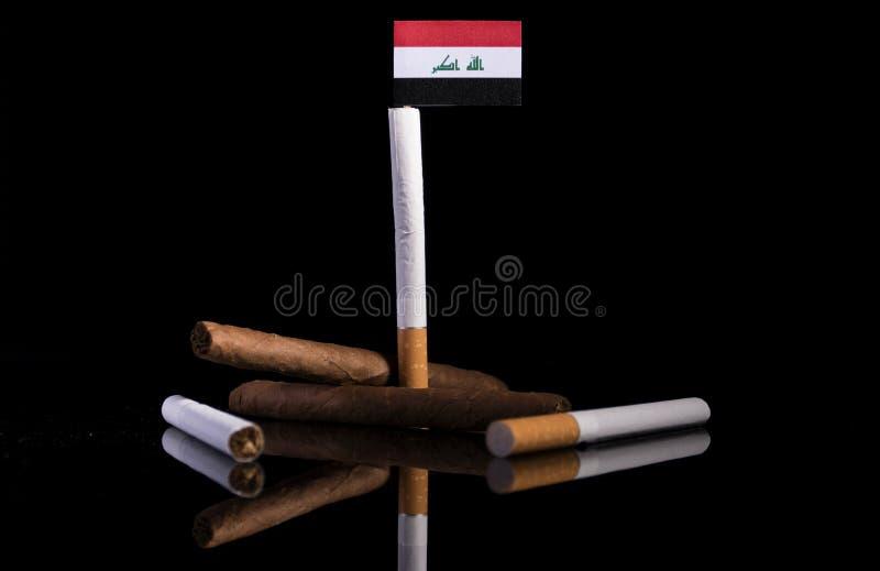 Drapeau irakien avec des cigarettes et des cigares images libres de droits