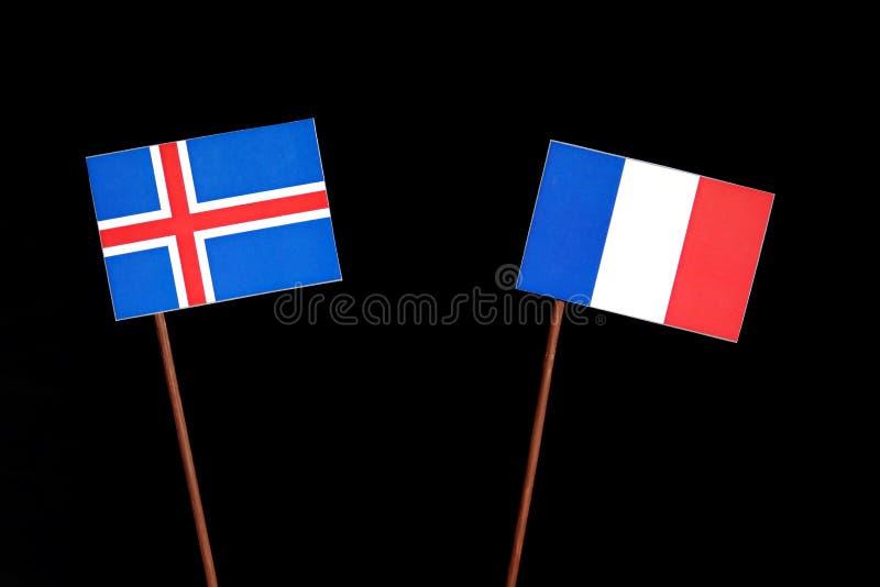 Drapeau islandais avec le drapeau français sur le noir images stock