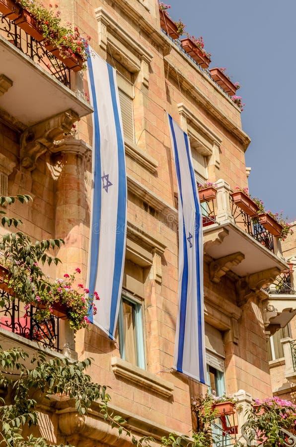 Drapeau juif d'étoile de David de côté du bâtiment à Jérusalem, Israël photographie stock